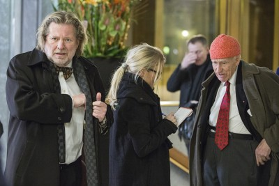 Real estate magnate Olav Thon (right, with red cap) and grocery store founder Odd Reitan are among the relatively few self-made millionaires among Norway's 100 wealthest taxpayers. This photo was taken when both were guests at the Bank of Norway's annual address and banquet. PHOTO: Nils S Aasheim/Norges Bank