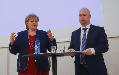 Justice Minister Anders Anundsen (right) is taking much of the heat for delays in Norway's preparedness program. He still has support from Prime Minister Erna Solberg, however, who insisted that Norway is better prepared today than it was five years ago, but still has much work to do. PHOTO: Justis- or beredskaps departementet