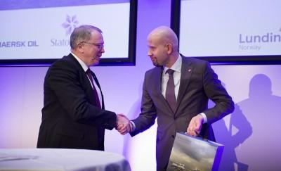 Statoil's new CEO with Oil Minister Tord Lien. PHOTO: Ole Jørgen Bratland / Statoil
