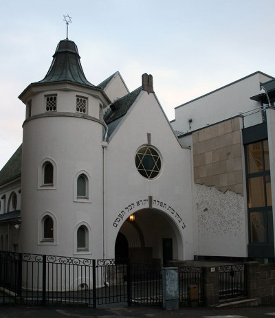 """The synagogue in Oslo will be embraced over the weekend by young Muslims keen to stand up against anti-Semitism and religious violence. The text over the synagogue's entrance reads: """"This shall be a house of prayer for all people."""" PHOTO: Wikipedia Commons"""