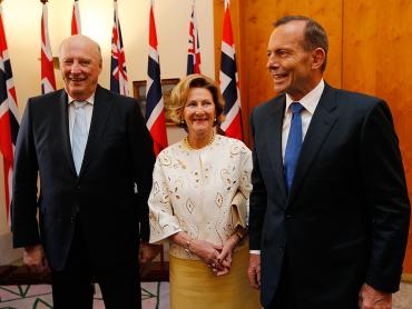 Norway's royal couple with Australian Prime Minister Tony Abbott. PHOTO: kongehuset.no/NTB Scanpix/Lise Åserud