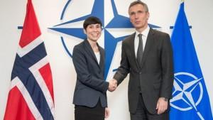 Norwegian Defense Minister Ine Eriksen Søreide (left) with NATO Secretary General Jens Stoltenberg in Brussels this week. PHOTO: Forsvaret