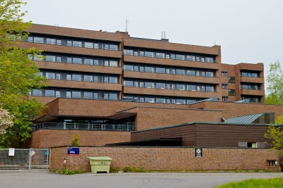Oslo has a chronic shortage of nursing home capacity. Pictured here, the Langerud Sykehjem on Oslo's east side, built in 1976. PHOTO: Wikipedia