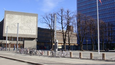 "The building on the left, featuring Nesjar's and Picasso's artwork known as ""Fiskerne,"" is due to be torn down as part of the redevelopment of the badly damaged government complex in Oslo. The wall containing the art will be preserved and placed in the new complex, but neither Nesjar nor Picasso's heirs were satisfied. PHOTO: newsinenglish.no"