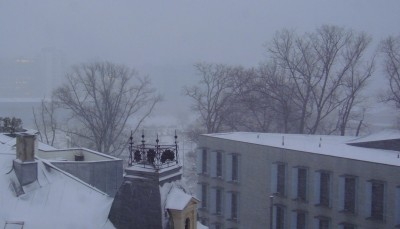 The snow was blowing sideways in Oslo early Thursday morning, and visibiity was poor here at Vika. The buildings of Tjuvholmen and Aker Brygge just two blocks away were shrouded in the snowstorm. PHOTO: newsinenglish.no