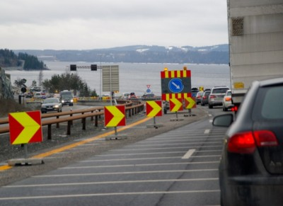 Roadblocks like this one along the E6 highway south of Hamar have frustrated motorists on Norwegian roads for years. Now the country's conservative government coalition claims it has found a way to get highways built faster and more efficiently. PHOTO: newsinenglish.no