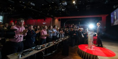New Labour Party leader Jonas Gahr Støre got a standing ovation for his speech on Thursday in which he announced support for 10,000 more Syrian refugees in Norway. PHOTO: Arbeiderpartiet