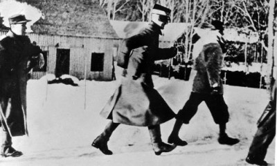 King Haakon, Crown Prince Olav and government ministers had to run for cover during a bombing attack after they refused to surrender. PHOTO: Arbeiderbevegelsens Archive