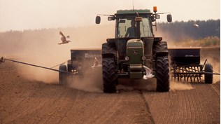 Norwegian farmers are expected to refrain from noisy and messy demonstrations this year after agreeing to a settlement in which the state more than tripled its counteroffer. PHOTO: Landbruks- og matdepartementet
