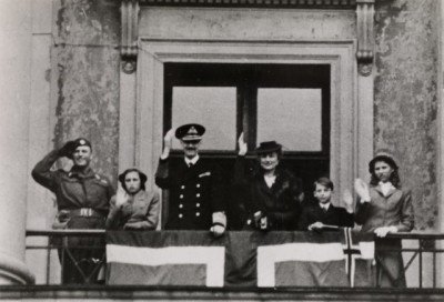 Norway's royal family back on the balcony of the Royal Palace in Oslo on June 7, 1945, after five years in exile during the Nazi German occupation. Second from right is then-Prince Harald, now King Harald. PHOTO: Oslo Museum/digitalmuseum.no/Wikipedia Commons