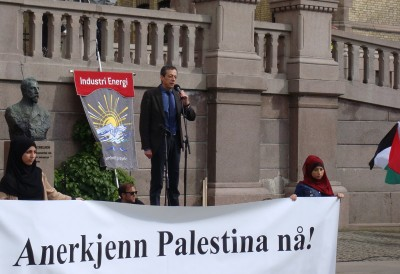 """Amro Alhourani, the Palestinian ambassador in Oslo, spoke clearly and without notes in calling on Norway to recognize the Palestinian state. Others speaking at the rally included MP Bård Vegar Solhjell of the Socialist Left party (SV), Liv Tørres, secretary general of Norwegian Peoples Aid, Roy Pedersen of trade union confederation LO and Truls Wickholm of Labour. The banner reads: """"Recognize Palestine now!"""" PHOTO: newsinenglish.no"""