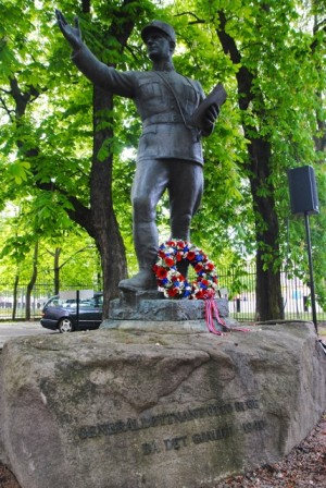 Another ceremony honoured Gen Lt Otto Ruge, who held off the invading forces for nearly two months until Norway fell in June 1940. The inscription on Ruge's statue reads that he was there when  it mattered. PHOTO: newsinenglish.no