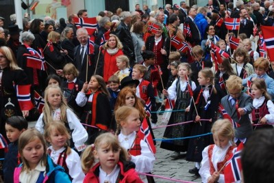 Norwegians young and old may feel like waving the flag quite as much in the year ahead, but their economy remains fundamentally strong. PHOTO: newsinenglish.no