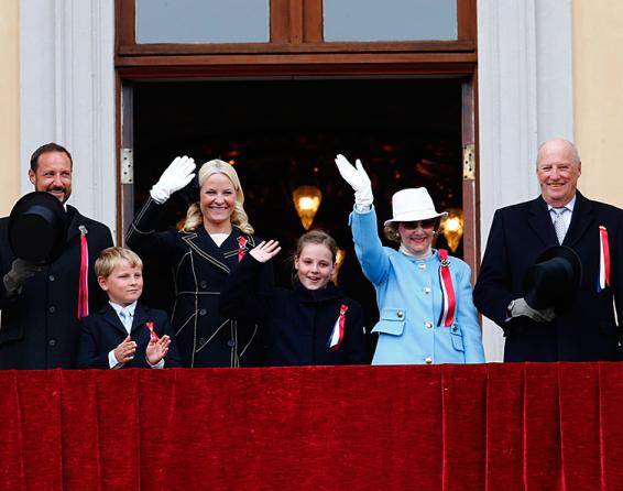 Royals on palace balcony