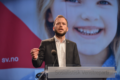 SV leader Audun Lysbakken, shown here speaking at the party's national meeting earlier this spring, continues to face a desperate fight to recapture SV voters in the run-up to municipal elections this fall. PHOTO: Sosialistisk Venstreparti