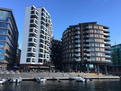 High housing prices, not least those here at the waterfront Tjuvhomen complex in Oslo, and low interest rates have sent household debt levels to a new historic high. PHOTO: newsinenglish.no