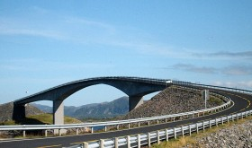 Atlanterhavsveien, a road and bridges connecting islands along the coast of Nordmøre south of Kristiansund, has long been a tourist attraction. Tourists in camping vans, however, don't seem willing to pay for parking accommodation along the way. PHOTO: Wikipedia Commons