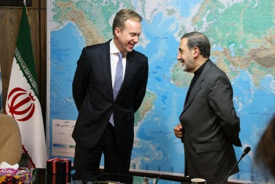 Norwegian Foreign Minister Børge Brende supports the new agreement with Iran. He's pictured here with the leader of the Center for Strategic Research and adviser to top Iranian leaders, Ali Akbar Velayati. PHOTO: Utenriksdepartementet/ Frode Overland Andersen