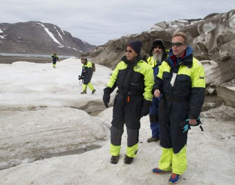 Foreign Minister Børge Brende (right) escorted UN Secretary General Ban Ki-moon to Svalbard earlier this summer, wearing similar outfits. PHOTO: Utenriksdepartementet/Ane Lunde