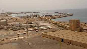 This was the fertilizer plant in which Yara invested at Marsa El Brega in Libya, around 700 kilometers east of Tripoli. The plant was formally launched in 2009. Just two years later, NATO launched its bombing raids on Libya, in which Norway part. Dictator Moammar Gadhafi's regime was toppled but Libya sunk into chaos. Yara, which itself is 36 percent owned by the Norwegian state, had to close the plant in January 2014 in the face of terrorist attacks. PHOTO: Yara