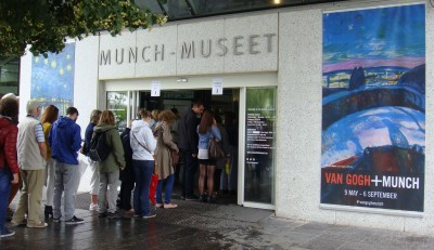 """Among other attractions, the Van Gogh+Munch exhibit displays the artists' versions of """"Starry night"""" side by side. PHOTO: newsinenglish.no"""