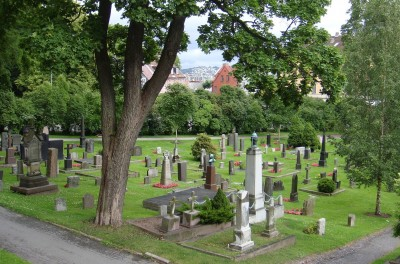 Oslo's historic Vår Frelsers cemetery is a haven of calm in the midst of the capital, and increasingly used for recreation and reflection. PHOTO: newsinenglish.no