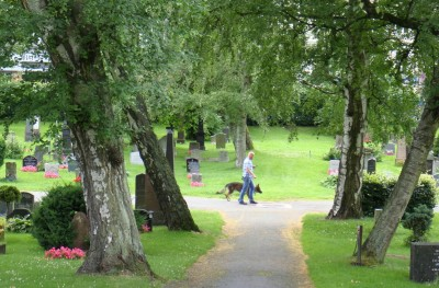 On a recent summer afternoon, Oslo residents were seen walking their dogs, pushing baby carriages and cycling in the cemetery. PHOTO: newsinenglish.no
