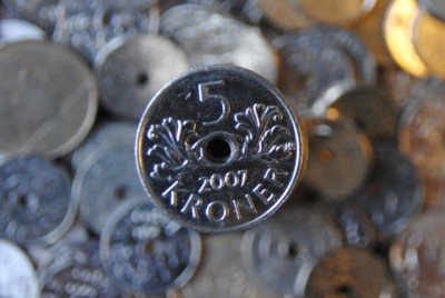 The value of Norway's currency fell again on Thursday, after the central bank cut interest rates to revive the economy. PHOTO: newsinenglish.no