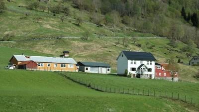 Only around 8 percent of the Norwegian population now lives on an agricultural property, down from 10 percent in 2006. PHOTO: Landbruks- og matdepartementet