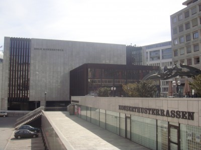 Oslo's current concert hall in the nearby Vika district has been criticized since before it opened around 40 years ago, and the Oslo Philharmonic has sought new quarters since the 1980s. PHOTO: newsinenglish.no