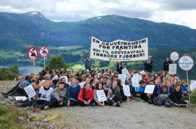 "Environmentalists, salmon farmers and many others oppose dumping waste. This group's banner reads ""No to mining waste in Norwegian fjords."" PHOTO: Natur og Ungdom/Amanda Iversen Orlich"
