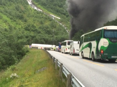 Traffic backed up quickly when a bus caught fire inside the Gudvanga Tunnel on the main E16 highway over the mountains of southern Norway on Monday. Now the E16 is closed at the tunnel that between Voss and Lærdal and likely to remain so for several weeks. PHOTO: Norwegian Public Roads Administration