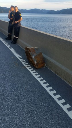 Police were also called to the site of a rockslide on the E39 highway that closed the main thoroughfare between Stavanger and Kristiansand Monday evening. In the foreground, one of the wayward rocks before it was removed. PHOTO: Statens vegvesen/Geir Kenneth Kjeldsen, Lemminkainen