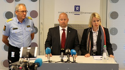 """Justice Minister Anders Anundsen has once again extended his """"temporary"""" allowance for armed police, nearly a year after it was first invoked. At left, Police Director Odd reidar Humlegård and at right, PST chief Benedicte Bjørnland. PHOTO: Justis- og beredskapsdepartementet"""
