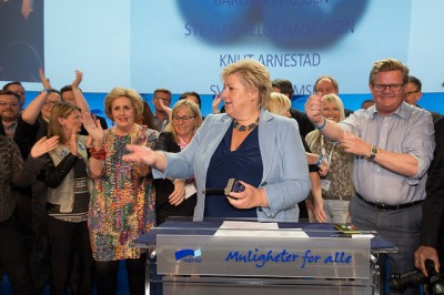 """Just a few months ago, Drevland was standing close to Prime Minister Erna Solberg, who's originally from Bergen. Now local leaders of their Conservative Party say they'll """"take care"""" of Drevland, as she faces corruption charges. PHOTO: Høyre"""