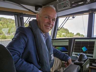 Jan Tore Sanner, the government minister in charge of municipalities, has been traveling all over the country to promote mergers of local governments. It's voluntary for now, but he's ready to force through regional reform as a means of streamling and improving their delivery of social welfare services. PHOTO: Kommunal- og moderniseringsdepartementet