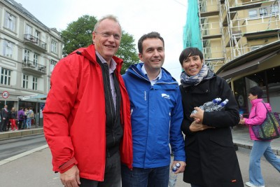 Political campaigns in Norway remain quite friendly, though, with Johansen from the Labour Party posing with his incumbent opponent Stian Berger Røsland from the Conservative Party. At right, Defense Minister Ine Eriksen Søreide, also from the Conservatives, and whose husband is part of Røsland's current city government coalition. PHOTO: Arbeiderpartiet