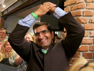 Shoaib Mohammad Sultan was jubilant after last night's resounding victories for the Greens Party. He's the party's candidate for mayor in Oslo, and their capture of 8.1 percent of the vote means the party needs to be courted by both Labour and the Conservatives. PHOTO: Miljøpartiet De Grønne/CF-Wesenberg