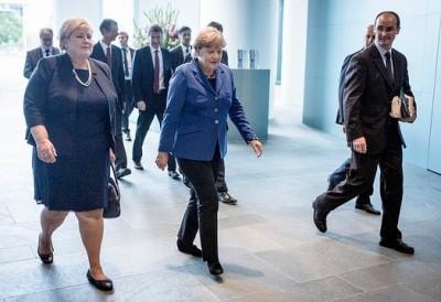 Norwegian Prime Minister Erna Solberg (left) and German Chancellor Angela Merkel met Wednesday in Berlin, where the refugee crisis is high on the agenda. PHOTO: Statsministerns kontor/Gunnar Blöndal