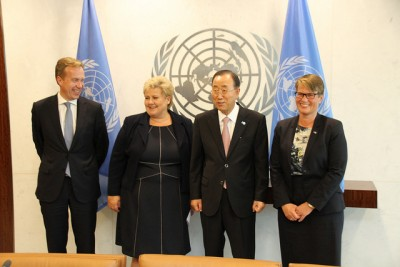 Posing with UN Secretary General Ban Ki-moon at the UN in New York: Norwegian ministers Brende and Solberg at left, Sundtoft at right. PHOTO: Statsministerens kontor
