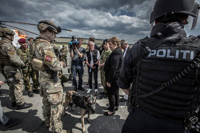 The Norwegian military and police recently carried out another terror exercise, like this one in Stavanger last year that Prime Minister Erna Solberg visited, but it reportedly didn't go very well. PHOTO: Forsvaret/Didrik Linnerud