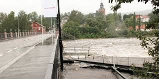 The masses of water roaring through Kongsberg were beginning to recede, but were still rising father south in Skien. PHOTO: Kongsberg kommune