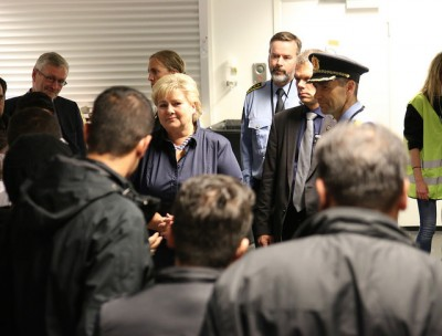 Prime Minister Erna Solberg visited newly arrived refugees and the volunteers helping them in Oslo last week. Now the overburdened Oslo police station that's been registering the refugees will be replace by a large new reception center set up at Råde in Østfold County, about an hour south of Oslo. PHOTO: Statsministerens kontor