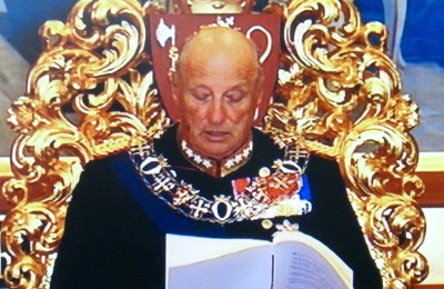 King Harald reading the government's speech during the ceremonial opening of Parliament on Friday - at least most of the speech. Norwegian Broadcasting (NRK) carried the entire opening live on national television. PHOTO: NRK screen grab/newsinenglish.no