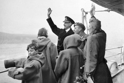 Norway's royal family returning to Oslo in 1945 after five years of exile as war refugees in London and Washington DC. King Harald, then a young prince, is shown at bottom left. PHOTO: Wikipedia Commons
