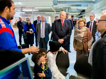 King Harald and Queen Sonja meeting refugees at the state's new reception center in Råde on Wednesday. PHOTO: kongehuset.no/Scanpix