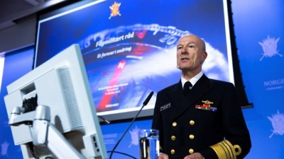 Defense Chief and Admiral Haakon Bruun-Hanssen is a former submarine captain, and thus skilled at getting along with others in tight situations. Now he'll need to defend his own defense plans in the months ahead. PHOTO: Forsvaret/Torbjørn Kjosvold
