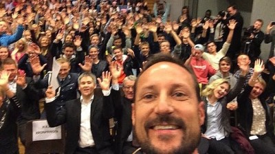 "Crown Prince Haakon took a ""selfie"" photo along with students at the Knarvik high school in Hordaland, western Norway. PHOTO: Global Dignity Norway"