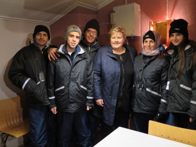 Prime Minister Erna Solberg posed with asylum seekers in Northern Norway last week. On Wednesday she met with mayors from all over Norway, in another attempt to find places to house all the asylum seekers arriving in Norway. PHOTO: Statsministerens kontor