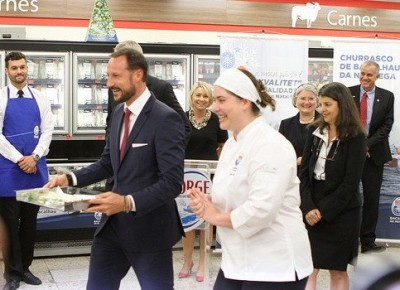 The crown prince also took part in a Norwegian seafood promotion. Norway exports large amounts of dried codfish to Brazil (klippfisk), used in the popular dish bacalao. PHOTO: Nærings- og fiskeridepartementet
